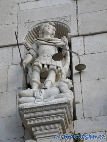 Omiš - socha spravedlonosti